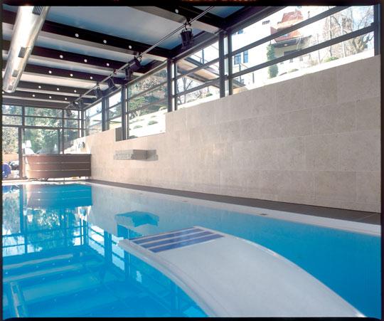 glas design schwimmbad schwimmbad zu. Black Bedroom Furniture Sets. Home Design Ideas