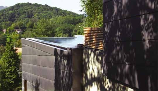 highlife ein schwimmbad am hang schwimmbad zu. Black Bedroom Furniture Sets. Home Design Ideas