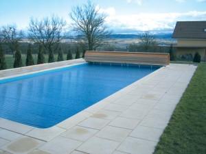 das ist eine Schwimmbad Ueberdachung von Alphacovers