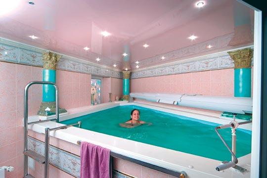 schwimmspass im pentagon schwimmbad schwimmbad zu. Black Bedroom Furniture Sets. Home Design Ideas