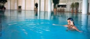 frau-im-pool2