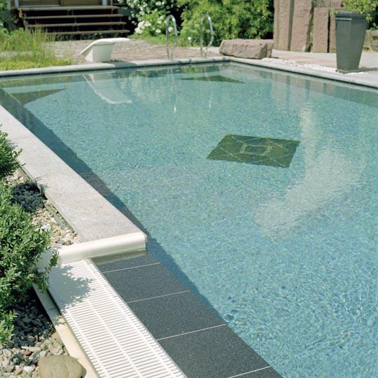 Garten-Schwimmbad mit vielen Highlights