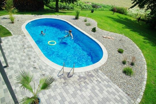 Blick von oben schwimmbad zu - Steinplatten garten ...