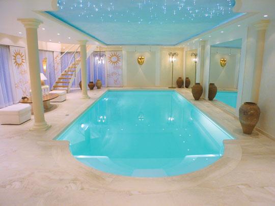 Swimmingpool im haus  Ein Schwimmbad nach Maß | Schwimmbad-zu-Hause.de