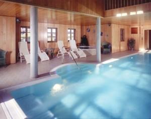 Sichere Wände – Dampfsperre in der privaten Schwimmhalle