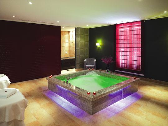 im gr flichen park hotel spa herrschaflich relaxen schwimmbad zu. Black Bedroom Furniture Sets. Home Design Ideas
