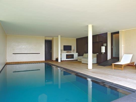im wellness zimmer schwimmbad zu. Black Bedroom Furniture Sets. Home Design Ideas