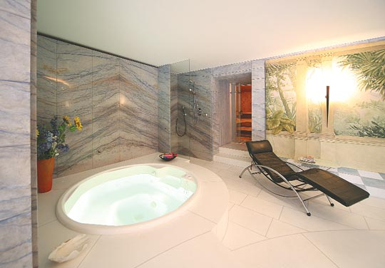 aus dem ei gepellt schwimmbad zu. Black Bedroom Furniture Sets. Home Design Ideas