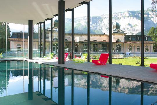 Das waldhaus flims mountain resort spa spendet for Modernes waldhaus