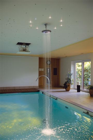 spielvolles spa schwimmbad zu. Black Bedroom Furniture Sets. Home Design Ideas