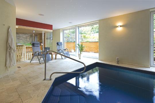facettenreich schwimmbad zu. Black Bedroom Furniture Sets. Home Design Ideas
