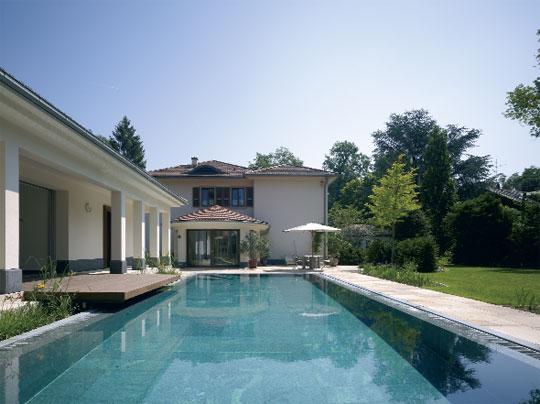 das schwimmbad gut gesteuert schwimmbad zu. Black Bedroom Furniture Sets. Home Design Ideas