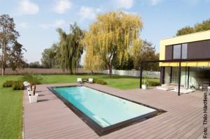 Schwimmbad ist silber, Haus ist gold