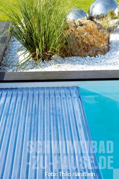 geradliniges schwimmbad schwimmbad zu. Black Bedroom Furniture Sets. Home Design Ideas