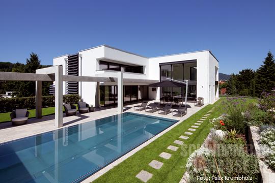 schwimmbad mit streben zum gl ck schwimmbad zu. Black Bedroom Furniture Sets. Home Design Ideas