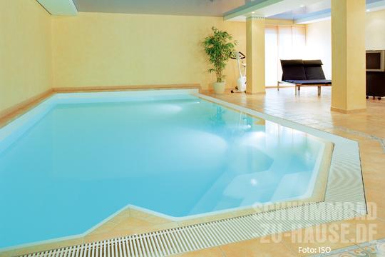 Innend mmung in der schwimmhalle schwimmbad zu for Gartenpool 10 meter