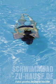voller magen schwimmen