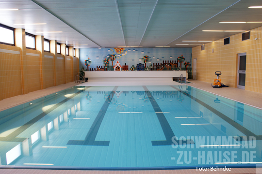 ein pool f r kinder schwimmbad zu. Black Bedroom Furniture Sets. Home Design Ideas