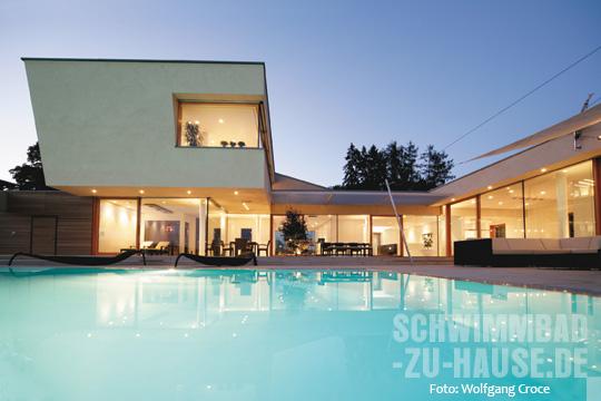 das schwebende wellnesshaus schwimmbad zu. Black Bedroom Furniture Sets. Home Design Ideas