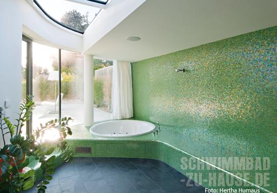 wohnzimmer mit schwingungen schwimmbad zu. Black Bedroom Furniture Sets. Home Design Ideas