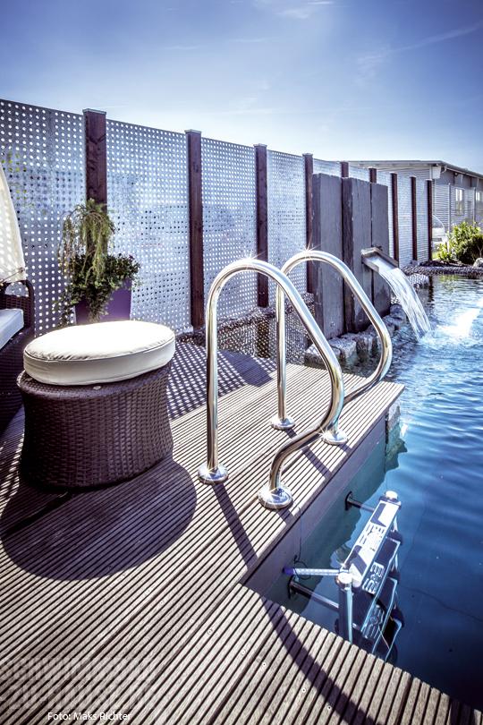 der luxus der privatsph re schwimmbad zu. Black Bedroom Furniture Sets. Home Design Ideas