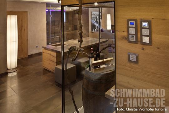 behagliches landhaus mit wellnesskeller schwimmbad zu. Black Bedroom Furniture Sets. Home Design Ideas