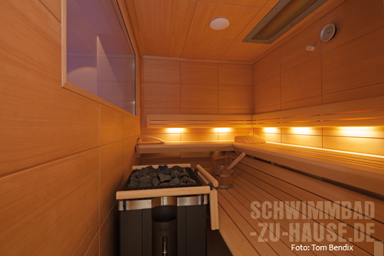 Zwischen lichtwechsel und perspektiven schwimmbad zu - Sauna fenster ...
