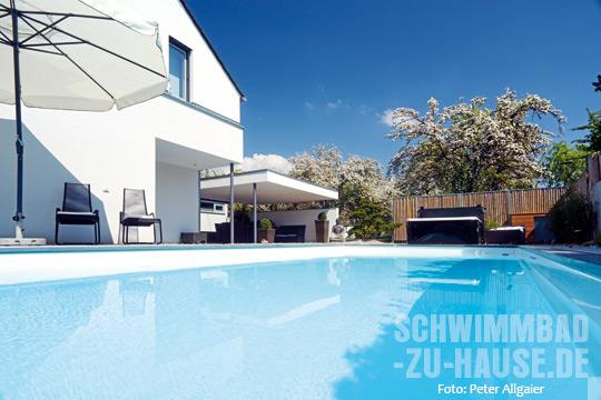 komposition in wei schwimmbad zu. Black Bedroom Furniture Sets. Home Design Ideas