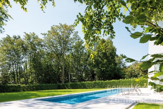 in harmonie vollendet schwimmbad zu. Black Bedroom Furniture Sets. Home Design Ideas