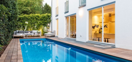 Pool-Position-Schwimmbad-und-Lounge-Ecke