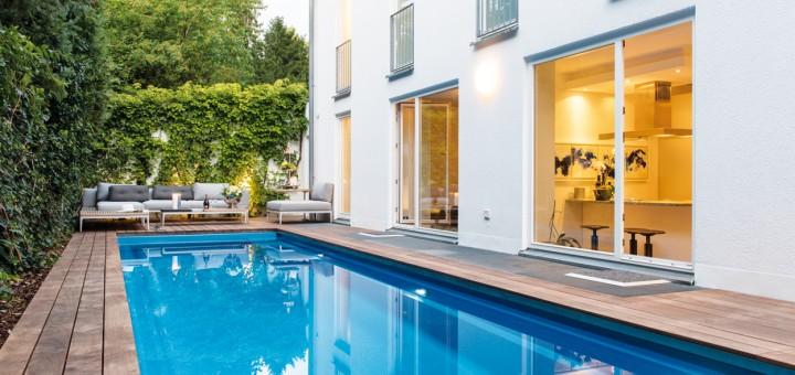 Pool-Position-Schwimmbad-und-Lounge-Ecke