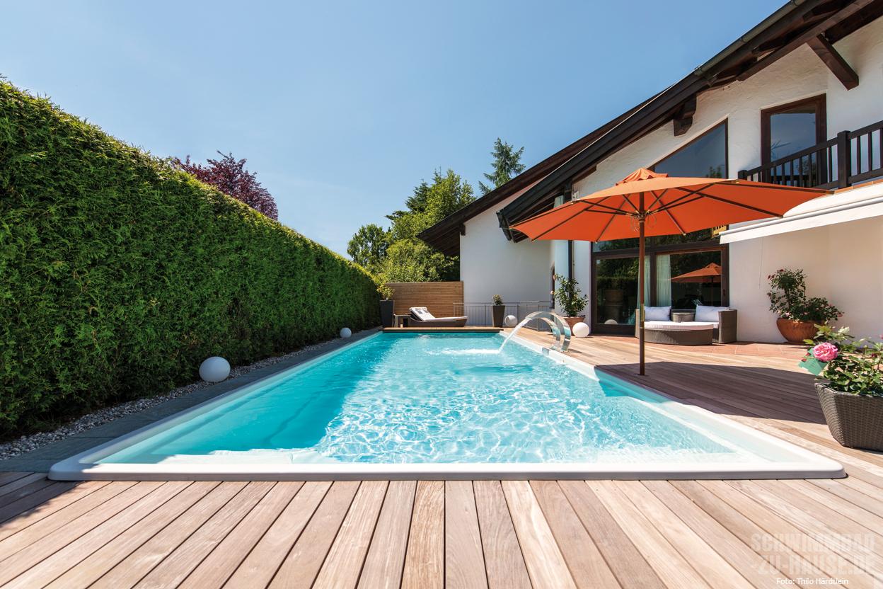 pool mit vollausstattung das schwimmbad ist der mittelpunkt des gartens. Black Bedroom Furniture Sets. Home Design Ideas