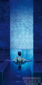 Spiegel-des-Lichts-Wasserfall-aus-Mosaik