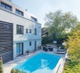 Pool-mit-Heimvorteil-Das-Becken-des-Gartenpools-besteht-aus-PVC