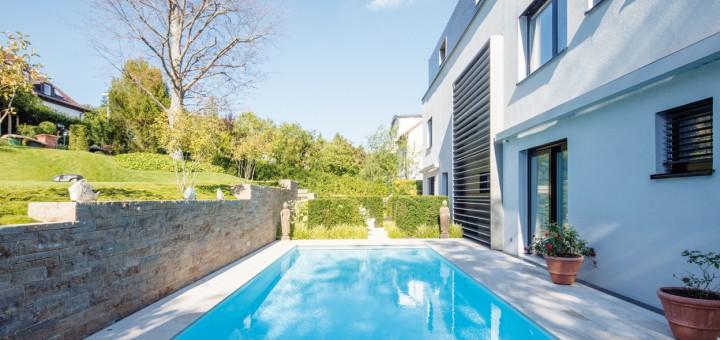 Pool-mit-Heimvorteil-Der-Pooltraum-der-Bauherrn-wurde-trotz-schwieriger-Einbausituiation-verwirklicht