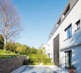 Pool-mit-Heimvorteil-Ein-Solarrollladen-hilft-Energie-zu-sparen