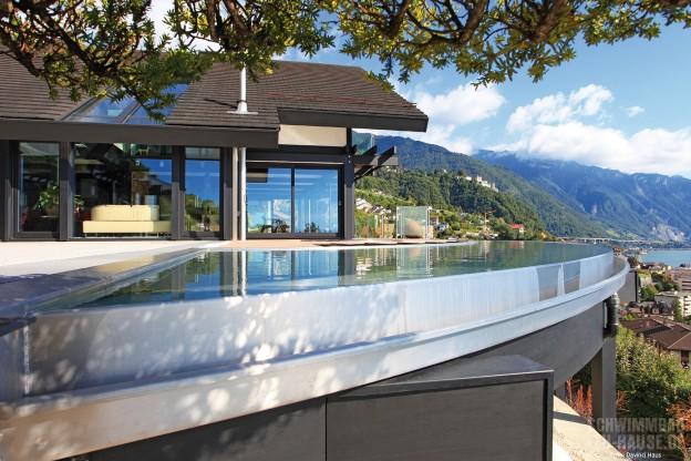 Ready-steady-home_Dank-Hanglage-und-Infinity-Pool-hat-der-badende-einen-traumhaften-Ausblick