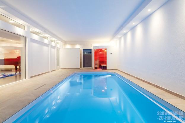Ready-steady-home_Dieses-Hallenbad-inklusive-Sauna-ist-im-Erdgeschoss-eines-Flock-Haus-Fertighauses-entstanden
