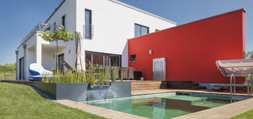Ready-steady-home_Haus-mit-Pultdach-und-Schwimmteich