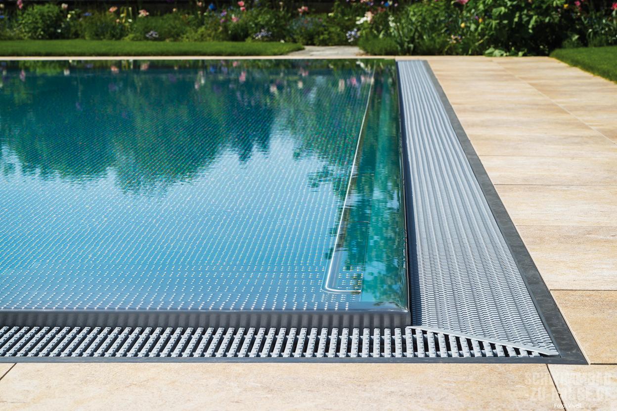 Eleganz im gr nen schwimmbad zu for Garten pool wasserpflege