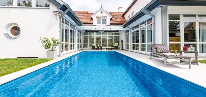 Pool-for-all_Dieser-Pool-ist-eine-perfekte-Inspiration-für-alle,-die-ihre-Terrasse--in-eine-Wellness-Oase-verwandeln-möchten