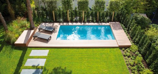 Proportionen-in-Perfektion_Das-neue-Schwimmbad-fügt-sich-mit-seiner-puristischen-Anmutung-harmonisch-in-den-Garten-ein