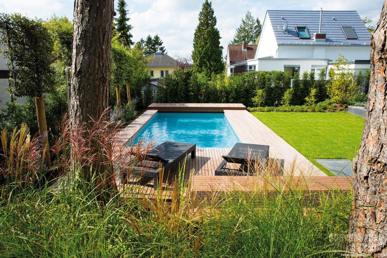Proportionen in perfektion schwimmbad zu for Garten pool wasserpflege