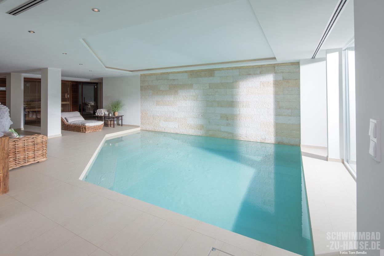 Hallenbad modernisieren schwimmbad zu for Poolumrandung aufstellbecken