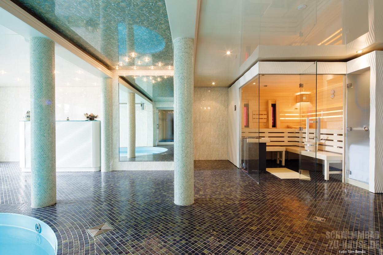 privater spa bereich mit pool sauna und tauchbecken. Black Bedroom Furniture Sets. Home Design Ideas