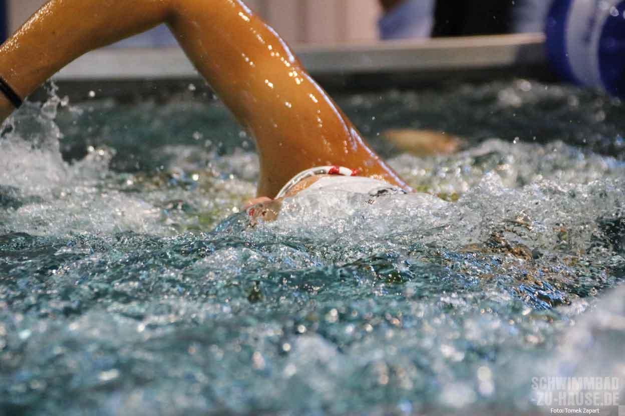 Wasserattraktionen im eigenen schwimmbad schwimmbad zu for Schwimmbad gegenstromanlage