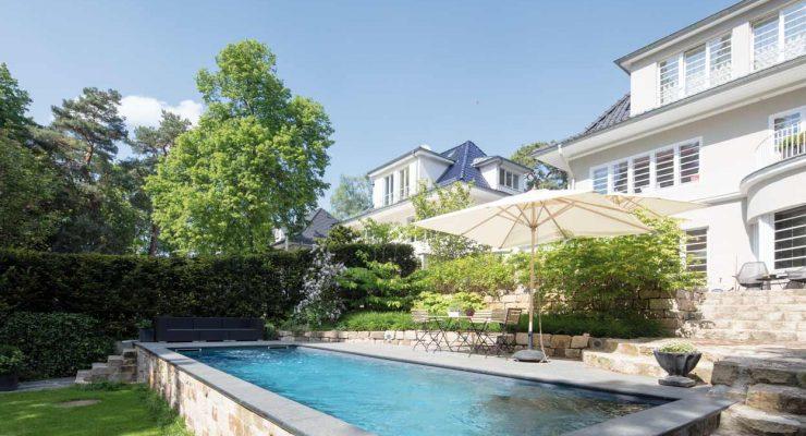 Schwimmbad zu ihr weg zum eigenen schwimmbad for Garten pool mit gegenstromanlage