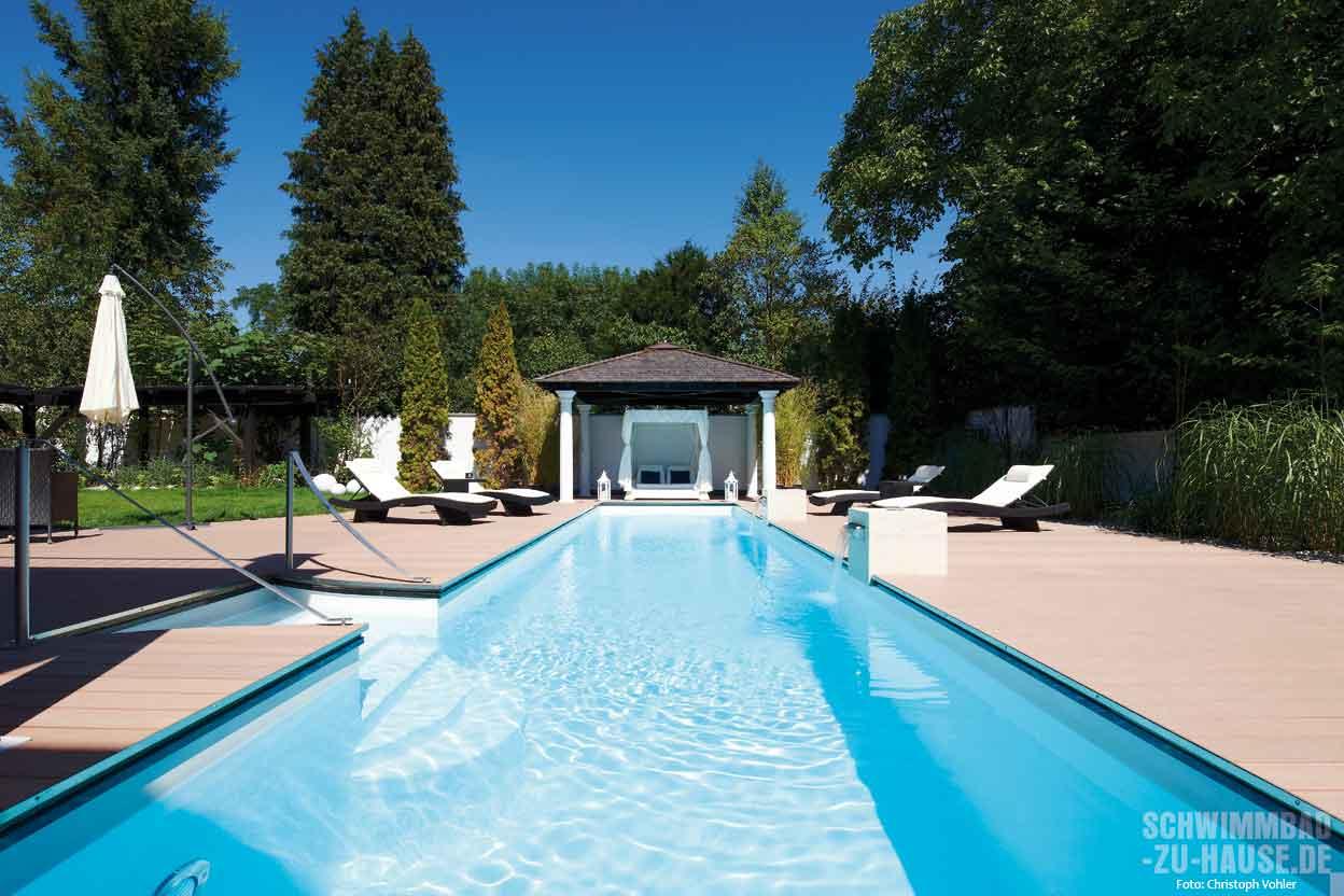 Pool mit daybed schwimmbad zu for Garten pool wasserpflege