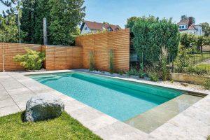 Sport und Entspannung im Pool