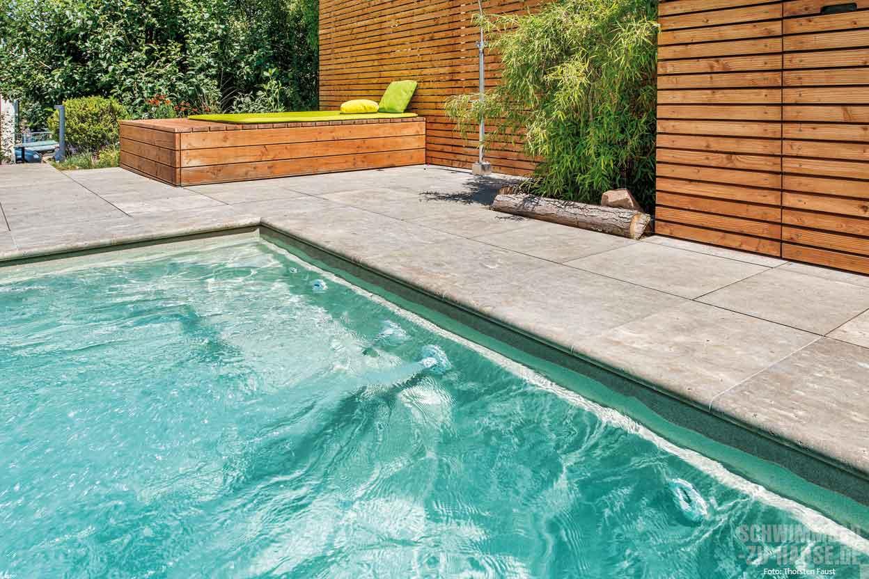 Sport und entspannung im pool schwimmbad zu for Schwimmbad gegenstromanlage